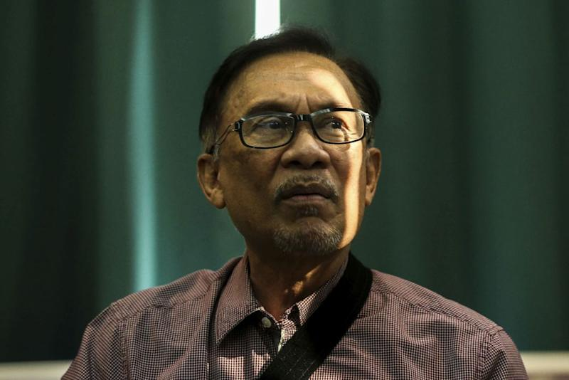 Anwar denied allegations that he was 'acting desperately' to become the next prime minister by leveraging on Rafizi. — Picture by Hari Anggara