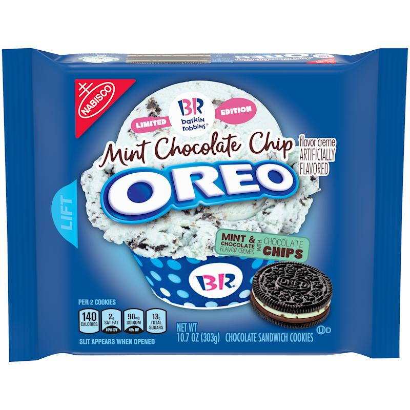 dropout image of mint chocolate chip oreos