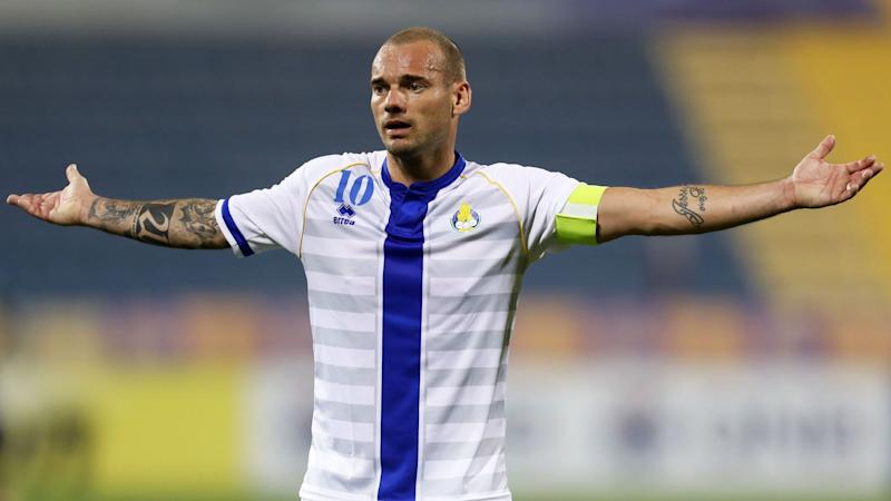 Sneijder could continue playing as agent admits 'complete surprise' to retirement announcement