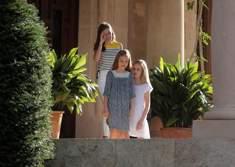 Spain's Queen Letizia stands behind her daughters Princess Sofia and Princess Leonor before posing at Marivent Palace during their summer holidays in the Palma de Mallorca, Spain, July 31, 2017. REUTERS/Enrique Calvo