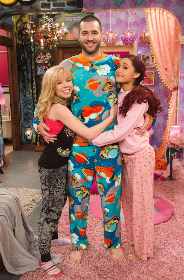 "Cat Valentine (Ariana Grande), Goomer (Zoran Korach), and Sam Puckett (Jennette McCurdy) in the ""Sam & Cat"" episode, ""#GoomerSitting."""