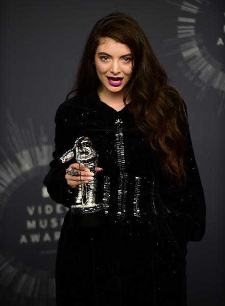 Lorde poses in the press room at the MTV Video Music Awards (VMA), August 24, 2014 at the Nokia Theatre in downtown Los Angeles (AFP Photo/Ferderic J. Brown)