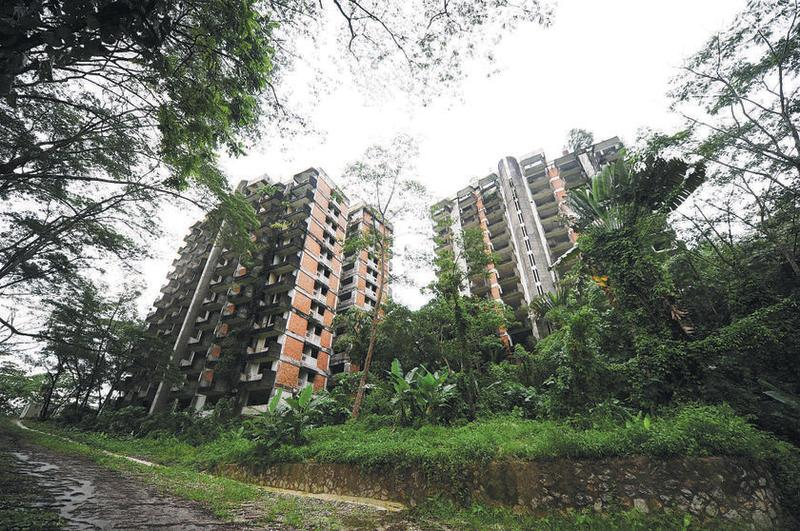 Highland Towers has been abandoned since 1993, after Tower 1 collapsed, killing 48 people. — Malay Mail pic