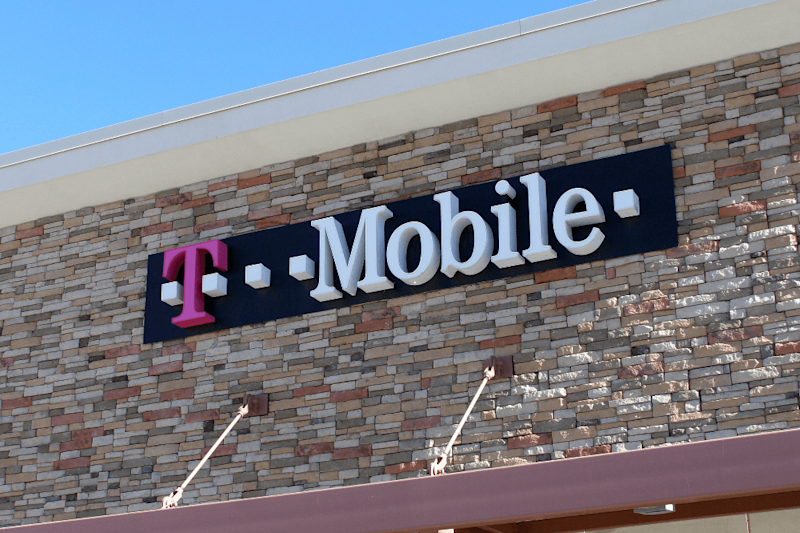T-Mobile begins limited rollout of RCS texing with Google Messenger app