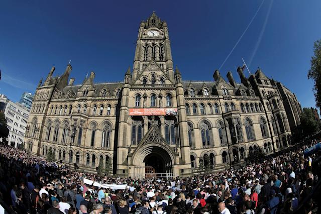 <p>People attendn a vigil for the victims of an attack on concert goers at Manchester Arena, in central Manchester, Britain on May 23, 2017. (Jon Super/Reuters) </p>