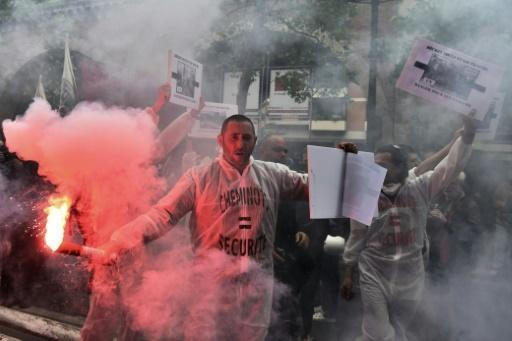 French police clash with youths in Paris labour reform protest
