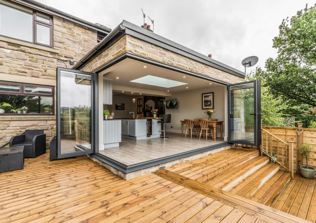 <p><strong>Pros:</strong> Planning on reselling your home? Then wooden floors are one of the best choices, as they make a considerable difference to a house's final selling price. Wooden floors are warm, timeless and classic, not to mention very desirable.</p><p><strong>Cons:</strong> Wooden floors are some of the most costly options, seeing as they are so desirable. They are also more likely to scratch, stain, and fade in sunlight than other floors. And once too much moisture is added, wooden floors can damage or warp.</p>  Credits: homify / John Gauld Photography