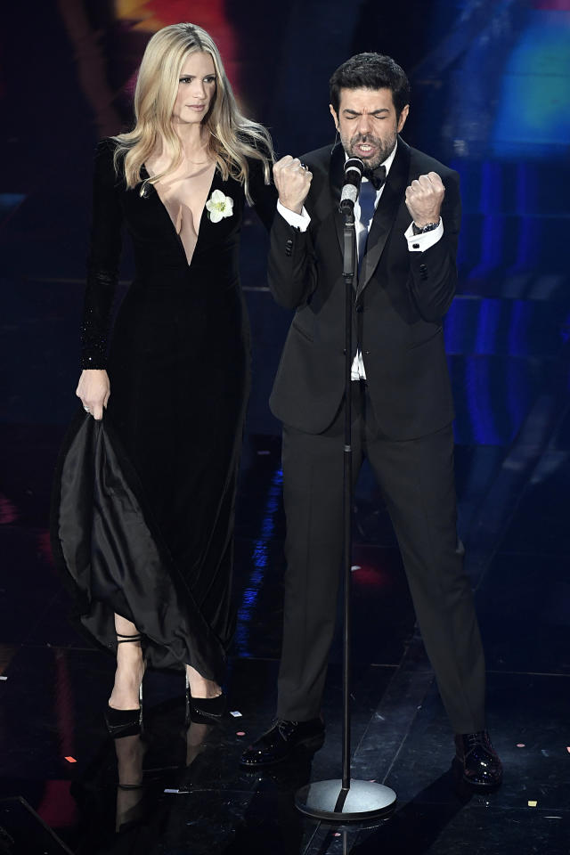 <p>Foto Guberti/Rasero/LaPresse<br /> 06 Febbraio 2018 Sanremo, Italia<br /> spettacolo<br /> Festival di Sanremo 2018, prima serata.<br /> Nella foto: Michelle Hunziker, Pierfrancesco Favino<br />Photo Guberti/Rasero/LaPresse<br /> February 6th, 2018 Sanremo, Italy<br /> entertainment<br /> Sanremo music festival 2018, first evening.<br /> In the photo: Michelle Hunziker, Pierfrancesco Favino </p>