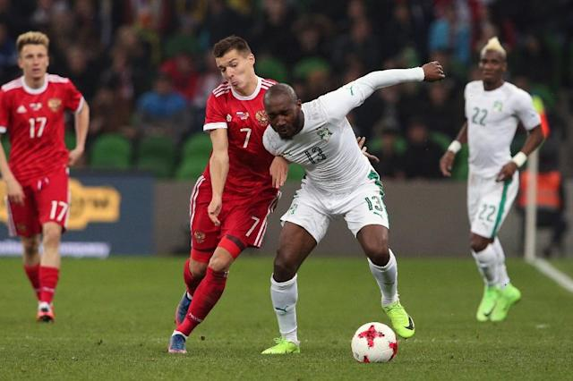 Russia's forward Dmitry Poloz and Ivory Coast's forward Giovanni Sio vie for the ball during their international friendly football match March 24, 2017 (AFP Photo/STR)