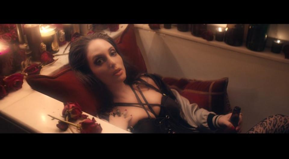 Alexa Ray's new single is an ode to love, and loving the Big Apple. (Photo: The Orchard Music)