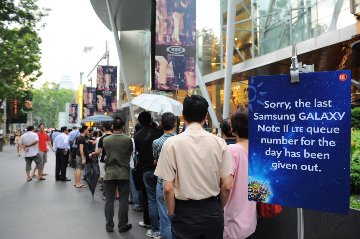 Overwhelming demand for the newly-launched Samsung GALAXY Note II LTE at M1 Paragon