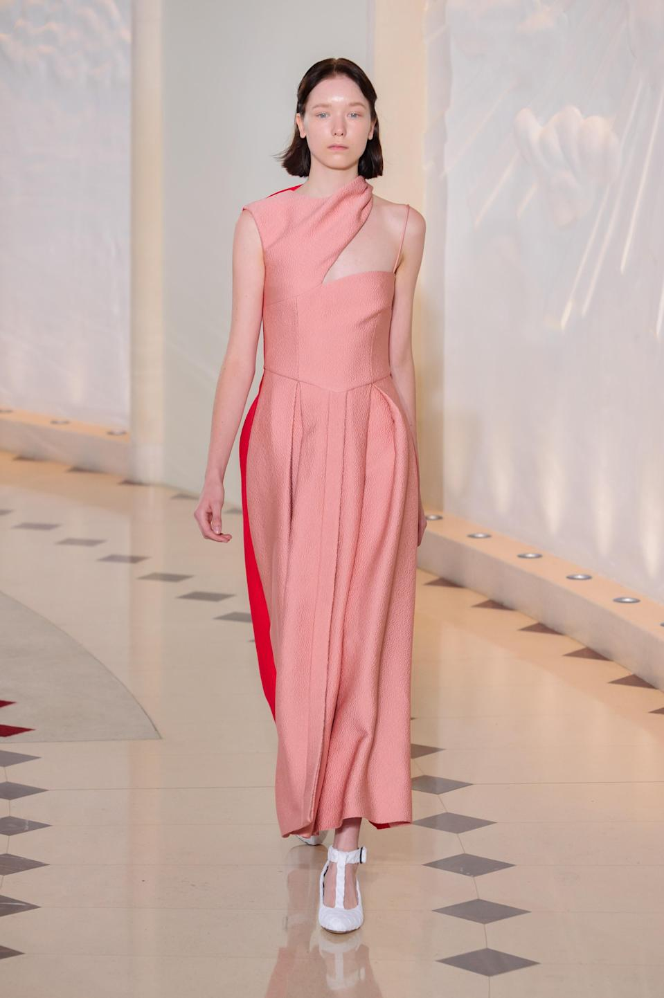 <p><i>Pastel-pink one-shoulder dress from the SS18 Emilia Wickstead collection. (Photo: IMAXtree) </i></p>
