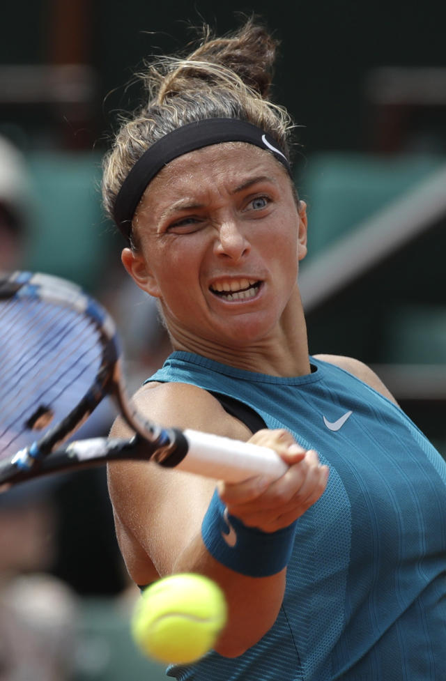 Italy's Sara Errani returns the ball to France's Alize Cornet during their first round match of the French Open tennis tournament at the Roland Garros Stadium, Sunday, May 27, 2018 in Paris. (AP Photo/Alessandra Tarantino)