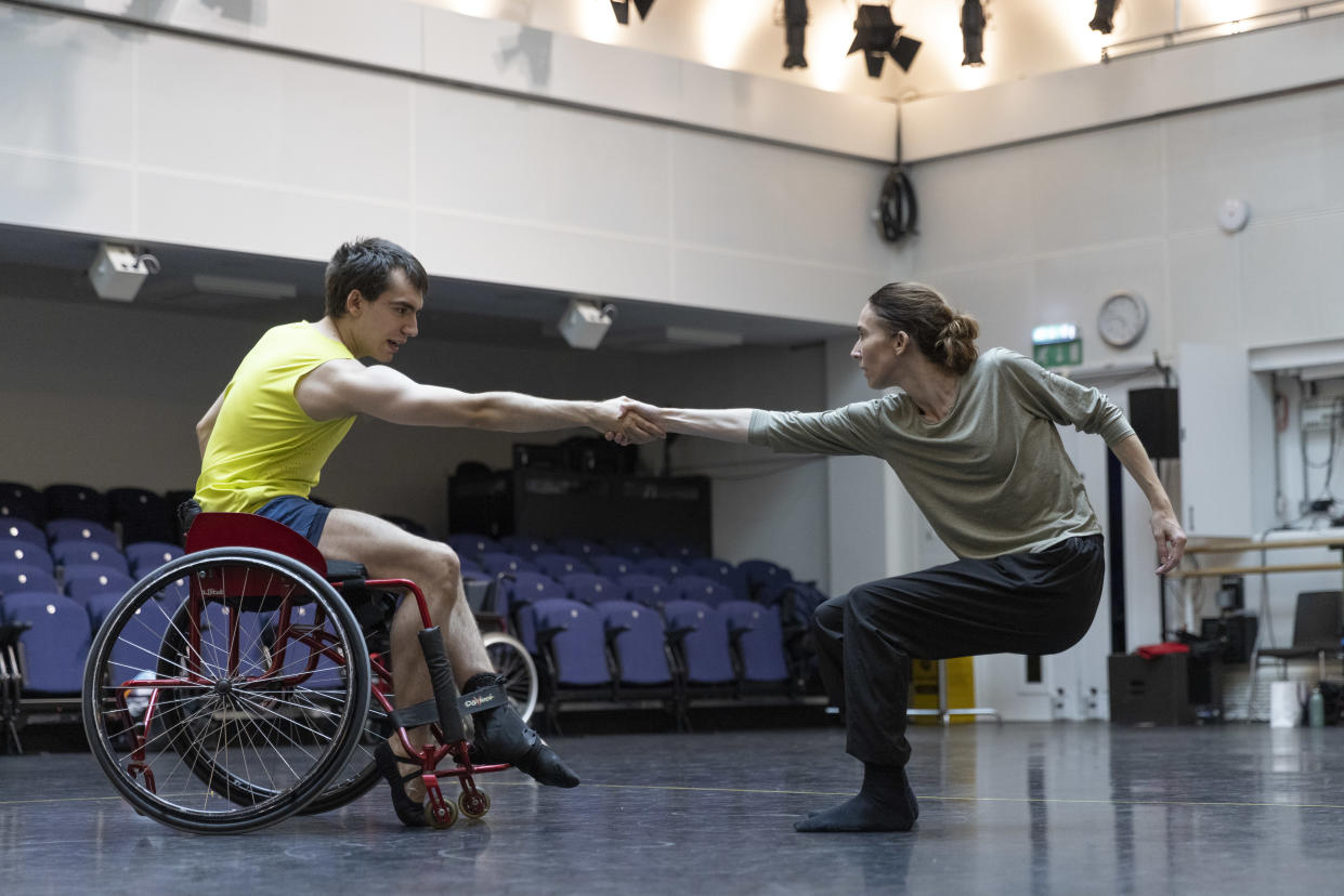 Joe Powell-Main from Ballet Cymru and Kristen McNally from The Royal Ballet rehearse ahead of the performance (Dancers Diary ROH)