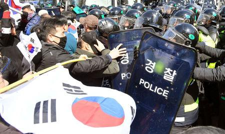 Protesters supporting South Korean President Park Geun-hye clash with riot policemen near the Constitutional Court in Seoul