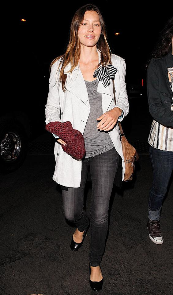 "A casual chic Jessica Biel -- sans beau Justin Timberlake -- and other celebs rocked out Monday during the sold-out Kings of Leon concert at the Hollywood Bowl in LA. Maciel/<a href=""http://www.x17online.com"" target=""new"">X17 Online</a> - July 12, 2010"