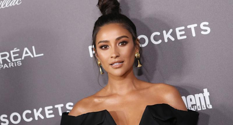 Pregnant actress Shay Mitchell tearfully talks about her previous miscarriage