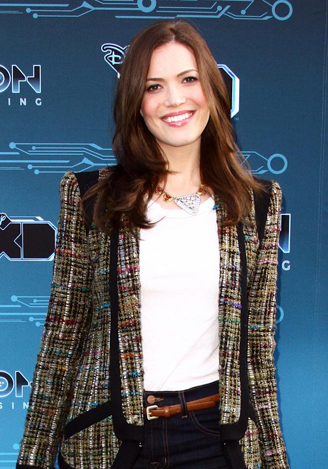 Former pop princess <b>Mandy Moore </b>was set to land her first starring TV role in an untitled ABC comedy. Moore would've played half of a newlywed couple who run a trendy restaurant in her hometown, with Stockard Channing onboard as Mandy's mom. But ABC didn't seem to have much of an appetite, since they passed on the project.