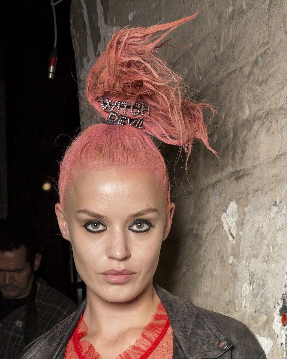 <p>Punky black eyeliner and no other visible makeup was the look at Ashley Williams.</p>