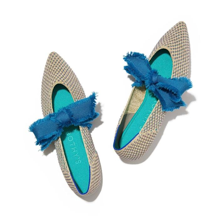 """<h2><a href=""""https://rothys.com/products/the-mary-jane-multi-metallic"""" rel=""""nofollow noopener"""" target=""""_blank"""" data-ylk=""""slk:Rothy's Multi Metallic Mary Janes"""" class=""""link rapid-noclick-resp"""">Rothy's Multi Metallic Mary Janes<br></a></h2><br>These Duchess-approved, <a href=""""https://www.refinery29.com/en-us/rothys-mary-jane-pointed-flat"""" rel=""""nofollow noopener"""" target=""""_blank"""" data-ylk=""""slk:eco-friendly flats"""" class=""""link rapid-noclick-resp"""">eco-friendly flats</a> are comfortable, cute, and chic. <br><br><strong>Rothy's</strong> Multi Metallic Mary Jane, $, available at <a href=""""https://go.skimresources.com/?id=30283X879131&url=https%3A%2F%2Frothys.com%2Fproducts%2Fthe-mary-jane-multi-metallic"""" rel=""""nofollow noopener"""" target=""""_blank"""" data-ylk=""""slk:Rothy's"""" class=""""link rapid-noclick-resp"""">Rothy's</a>"""