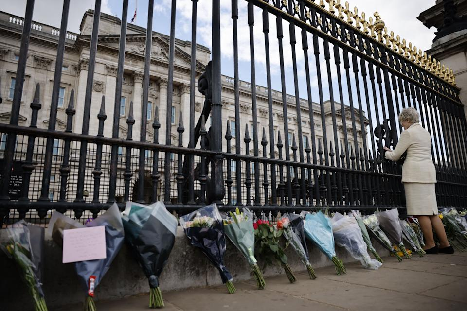 Floral tributes are seen against the railings at the front of Buckingham Palace in central London on April 9, 2021 after the announcement of the death of Britain's Prince Philip, Duke of Edinburgh. - Queen Elizabeth II's husband Prince Philip, who recently spent more than a month in hospital and underwent a heart procedure, died on April 9, 2021, Buckingham Palace announced. He was 99. (Photo by Tolga Akmen / AFP) (Photo by TOLGA AKMEN/AFP via Getty Images)