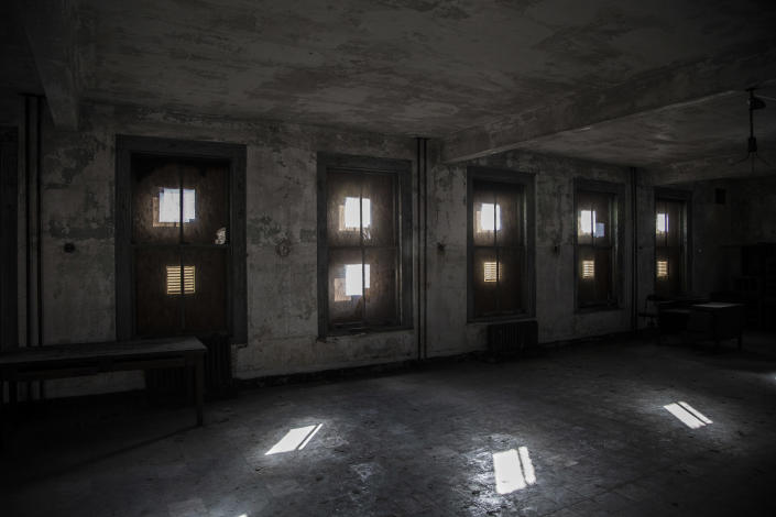 <p>Many of windows in the wards are boarded up. (Photo: Gordon Donovan/Yahoo News) </p>