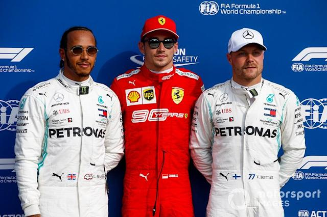"Polesitter Charles Leclerc, Ferrari SF90, secondo classificato Lewis Hamilton, Mercedes AMG F1, terzo classificato Valtteri Bottas, Mercedes AMG F1 <span class=""copyright"">Andy Hone / LAT Images</span>"