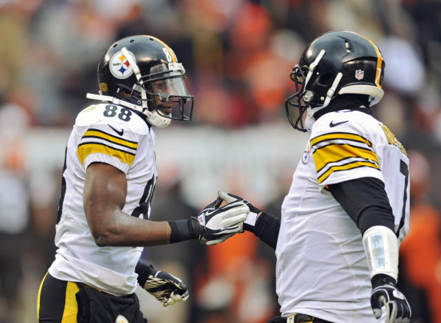 Pittsburgh Steelers wide receiver Emmanuel Sanders (88) is congratulated by quarterback Ben Roethlisberger after they connected on a 4-yard touchdown pass against the Cleveland Browns in the third quarter of an NFL football game on Sunday, Nov. 24, 2013. (AP Photo/David Richard)