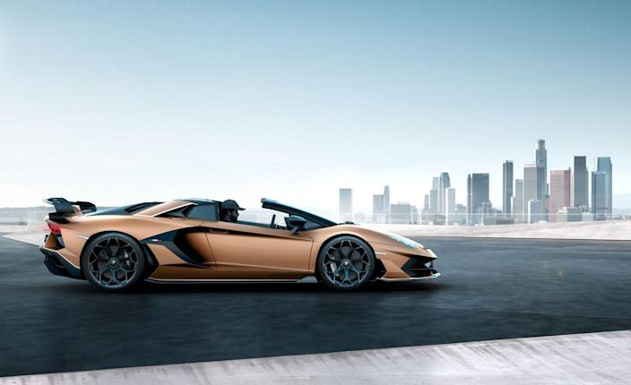 <p>Like on the standard Aventador Roadster, the SVJ's roof consists of two removable carbon-fiber panels that stow inside the front cargo area, and the Roadster also gets an electronically retractable rear window.</p>