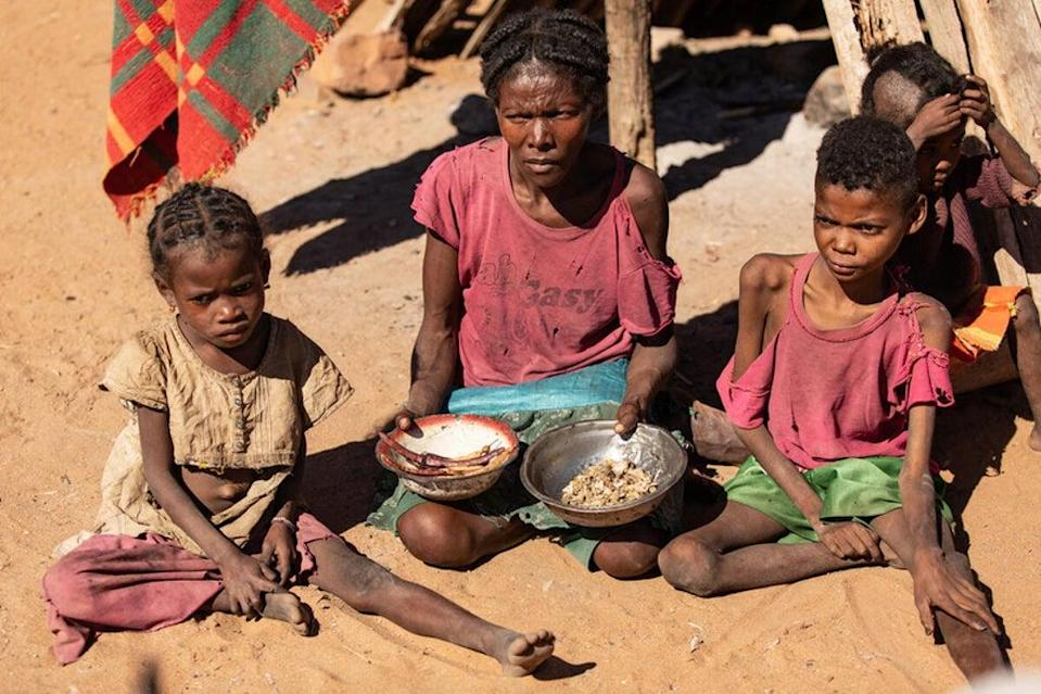 Tamiry and her three children fight for survival (WFP/Tsiory Andriantsoarana)
