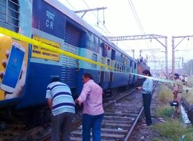 Mumbai: 20-year-old killed on railway track after argument over stealing mobile phone