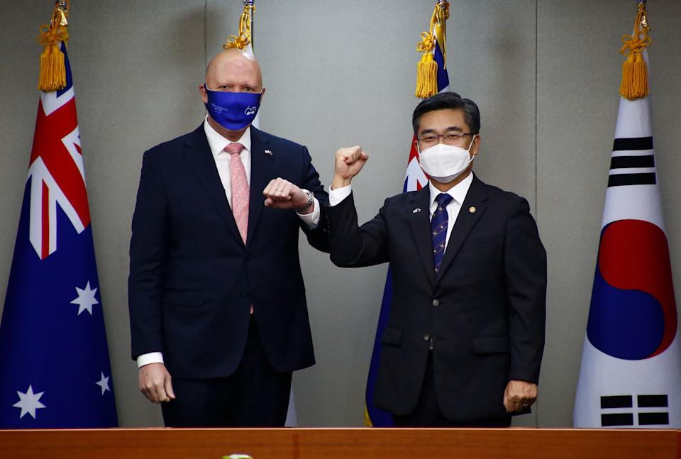 Peter Dutton did not know what to do when Minister of National Defense of the Republic of Korea, Suh Wook, went in for an elbow bump. Source: Getty Images