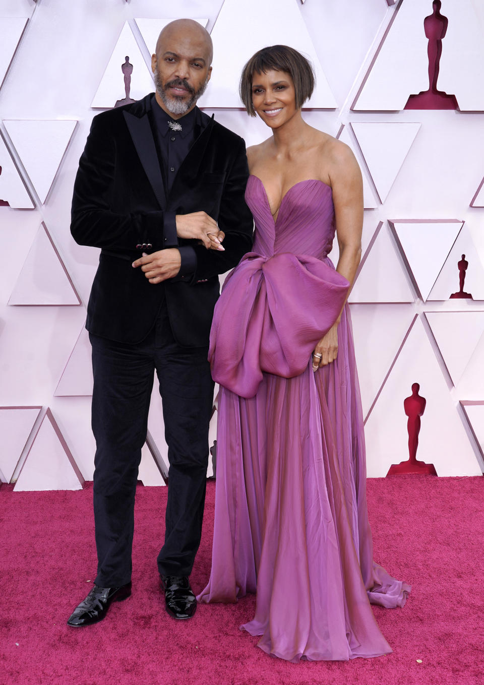 Van Hunt and Halle Berry on the red carpet at the 93rd Annual Academy Awards at Union Station on April 25, 2021 in Los Angeles, California