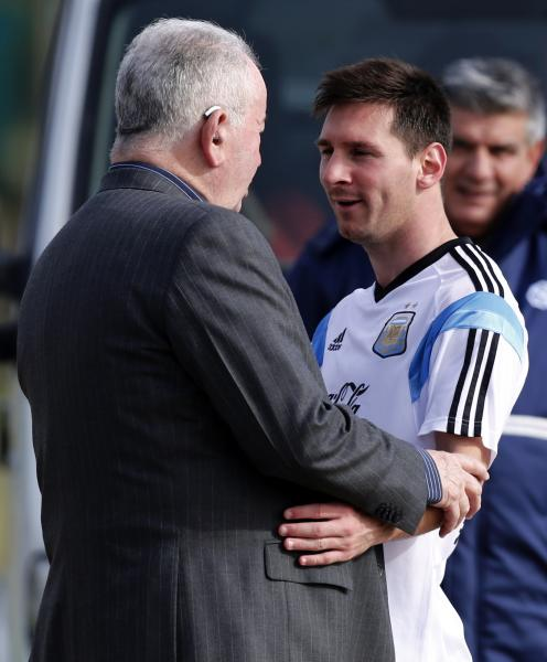 Argentina's national soccer team player Lionel Messi is greeted by Julio Grondona, President of the Argentine Football Association (AFA), after a training session at the squad's camp ahead of the 2014 World Cup in Buenos Aires May 28, 2014. REUTERS/Marcos Brindicci (ARGENTINA - Tags: SPORT SOCCER WORLD CUP)