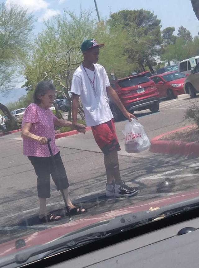 A video of 13-year-old Dashawn Butler helping an elderly woman walk to her car went viral this week. (Photo: Maria Lopez)