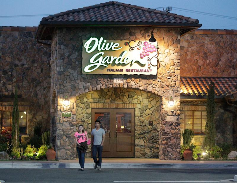 There are two kinds of people in the world: People who love Olive Garden and people who love to make fun of people who love Olive Garden.