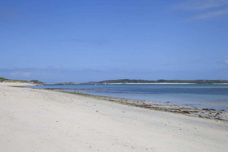 "<p>It's not hard to see why Pentle Bay in Tresco, Sicily, is so popular. It extends half the length of the island (!) and makes you feel like you couldn't be further from the UK. Look how tropical that white sand, blue sea and sky are! </p><p><a class=""link rapid-noclick-resp"" href=""https://go.redirectingat.com?id=127X1599956&url=https%3A%2F%2Fwww.booking.com%2F&sref=https%3A%2F%2Fwww.cosmopolitan.com%2Fuk%2Fentertainment%2Ftravel%2Fg4958%2Fbest-beaches-in-uk%2F"" rel=""nofollow noopener"" target=""_blank"" data-ylk=""slk:FIND ACCOMMODATION"">FIND ACCOMMODATION </a></p>"