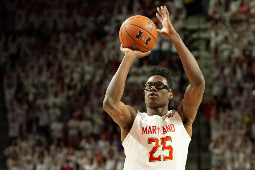 Jalen Smith shoots ball during Maryland game