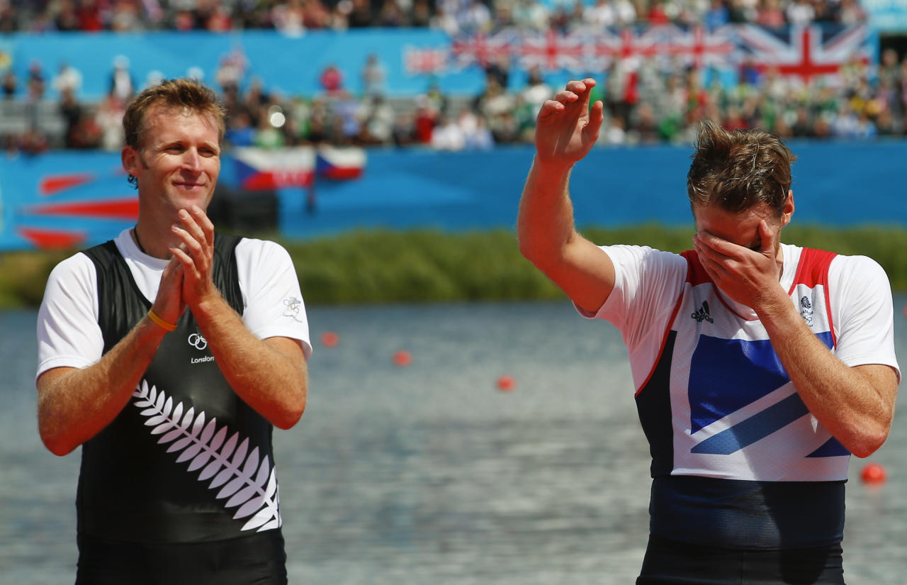 Gold medallist Mahe Drysdale (L) of New Zealand applauds as bronze medallist Alan Campbell of Britain reacts during a ceremony after the Men's Single Sculls Final event during the London 2012 Olympic Games at Eton Dorney August 3, 2012.       REUTERS/Brian Snyder (BRITAIN  - Tags: OLYMPICS SPORT ROWING)