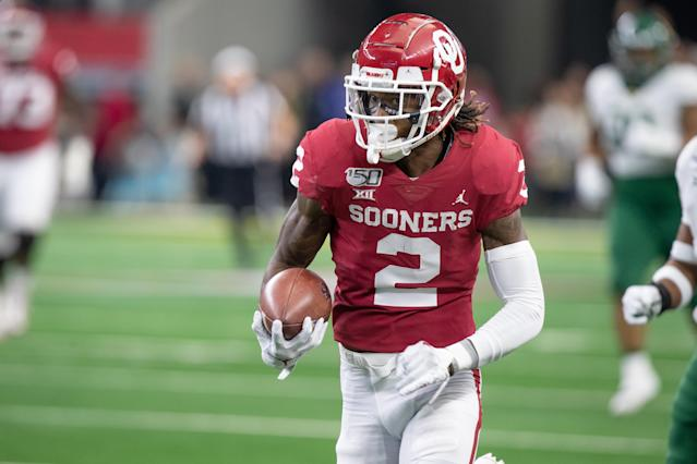 Oklahoma wide receiver CeeDee Lamb runs up field after a catch during the Big 12 championship game against Baylor on Dec. 7, 2019, at AT&T Stadium in Arlington, Texas. (Photo by Matthew Visinsky/Icon Sportswire via Getty Images).