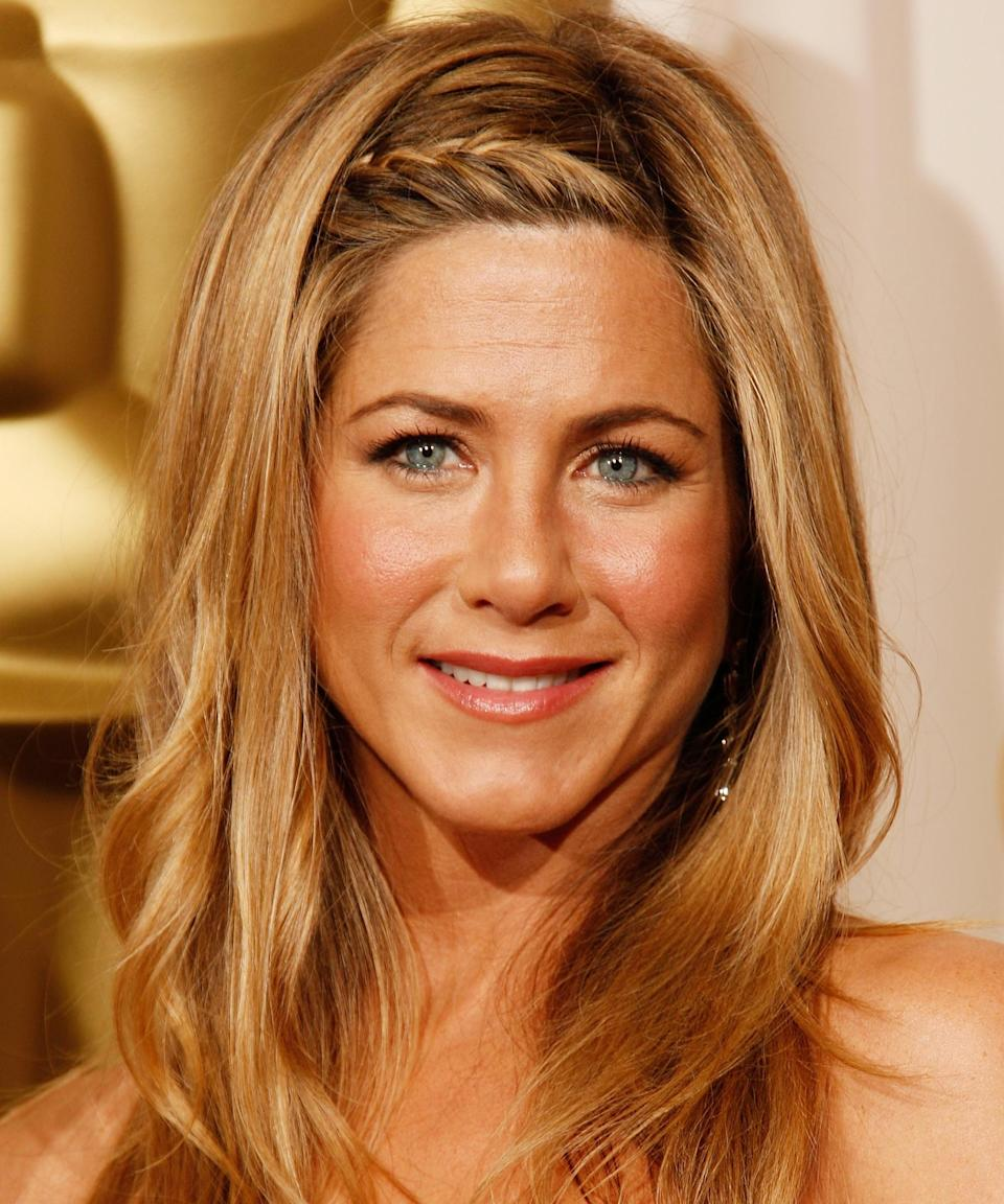 "<strong>Jennifer Aniston, 2009</strong><br><br>When it comes to effortless beauty, <a href=""https://www.refinery29.com/en-us/2020/02/9337602/jennifer-aniston-haircuts-hairstyles"" rel=""nofollow noopener"" target=""_blank"" data-ylk=""slk:Aniston might be the reigning queen of Cali-cool"" class=""link rapid-noclick-resp"">Aniston might be the reigning queen of Cali-cool</a>. But even she kicks it up a notch for Hollywood's biggest night. Here, the star upped her third-day beach wave game with a sleek little hairline braid.<span class=""copyright"">Photo: Dan MacMedan/WireImage.</span>"