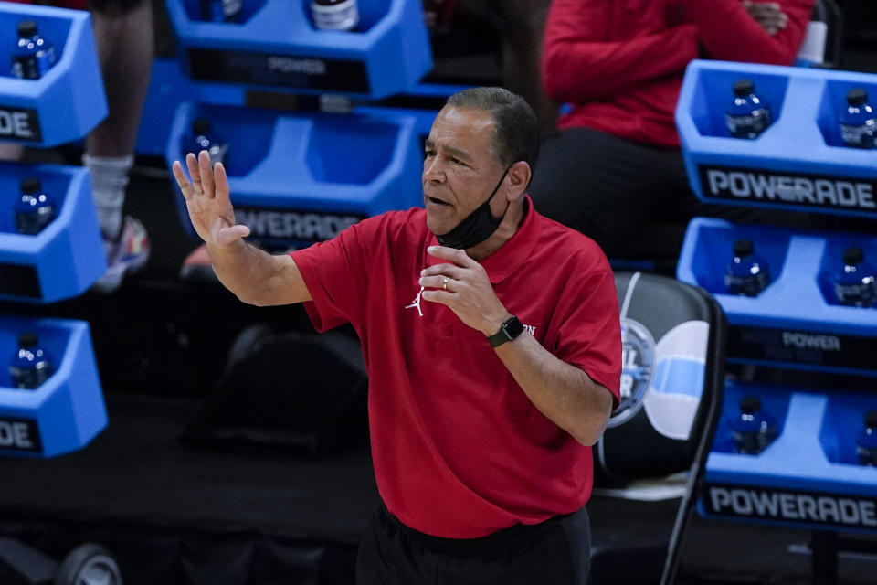 Houston head coach Kelvin Sampson directs his team during the first half of a men's Final Four NCAA college basketball tournament semifinal game against Baylor, Saturday, April 3, 2021, at Lucas Oil Stadium in Indianapolis. (AP Photo/Darron Cummings)