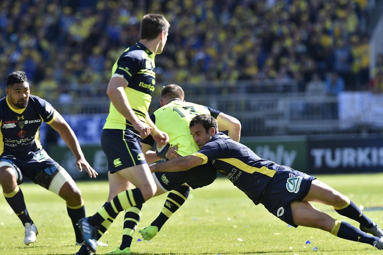 Leinster's Garry Ringrose is tackled by Clermont's French scrum-half Morgan Parra (R) during the European Rugby Champions Cup Clermont vs Leinster rugby union match at the Matmut stadium in Lyon, central eastern France, on April 23, 2017. (AFP Photo/THIERRY ZOCCOLAN)