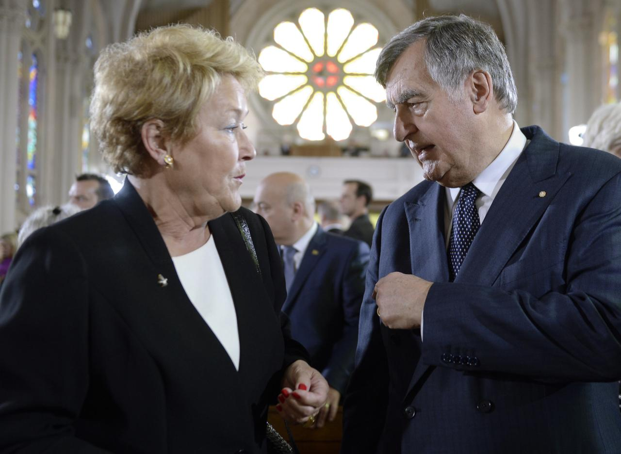 Former Quebec premiers Lucien Bouchard (R) and Pauline Marois talk at the state funeral for former Quebec premier Jacques Parizeau in Montreal, Quebec, June 9, 2015. REUTERS/Paul Chiasson/Pool