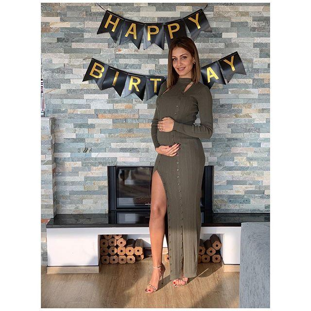 "<p><strong>Hiba Abouk celebra su cumpleaños más especial. </strong>La actriz está a punto de convertirse en mamá primeriza, así que su mayor regalo es el que lleva dentro: ""Muchísimas gracias a todos los que me deseáis lo mejor, en el que sin duda es el cumpleaños más especial de mi vida. Llevo el mejor regalo del mundo dentro de mi, gracias a Diós y a la vida 🎉🎁👶🏽❤️"".</p><p><a href=""https://www.instagram.com/p/B4PqcJYCuDc/"">See the original post on Instagram</a></p><p><a href=""https://www.instagram.com/p/B4PqcJYCuDc/"">See the original post on Instagram</a></p><p><a href=""https://www.instagram.com/p/B4PqcJYCuDc/"">See the original post on Instagram</a></p><p><a href=""https://www.instagram.com/p/B4PqcJYCuDc/"">See the original post on Instagram</a></p><p><a href=""https://www.instagram.com/p/B4PqcJYCuDc/"">See the original post on Instagram</a></p><p><a href=""https://www.instagram.com/p/B4PqcJYCuDc/"">See the original post on Instagram</a></p><p><a href=""https://www.instagram.com/p/B4PqcJYCuDc/"">See the original post on Instagram</a></p><p><a href=""https://www.instagram.com/p/B4PqcJYCuDc/"">See the original post on Instagram</a></p>"