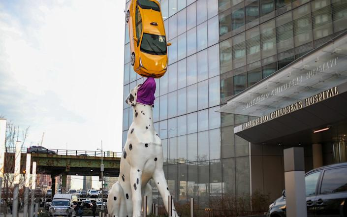 'Spot the Dog' statue is seen with a giant face mask on at the Kimmel Pavilion outside Hassenfeld Childrens Hospital at NYU Langone in New York - Anadolu
