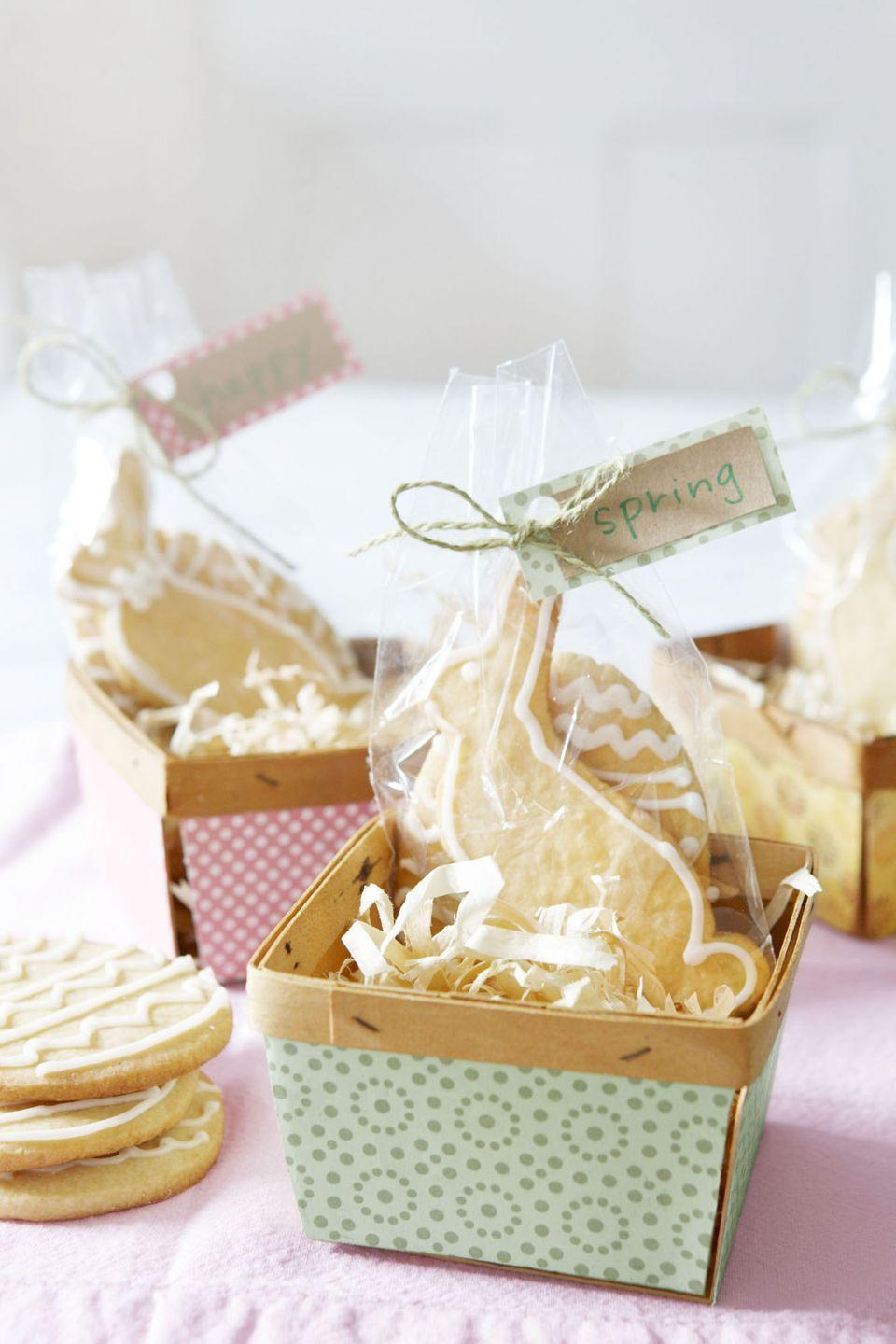 <p>Give guests a sweet send-off with cookies in craft-store berry baskets. Tape patterned scrapbook paper to baskets, and use the same paper for hangtags attached with twine. </p>
