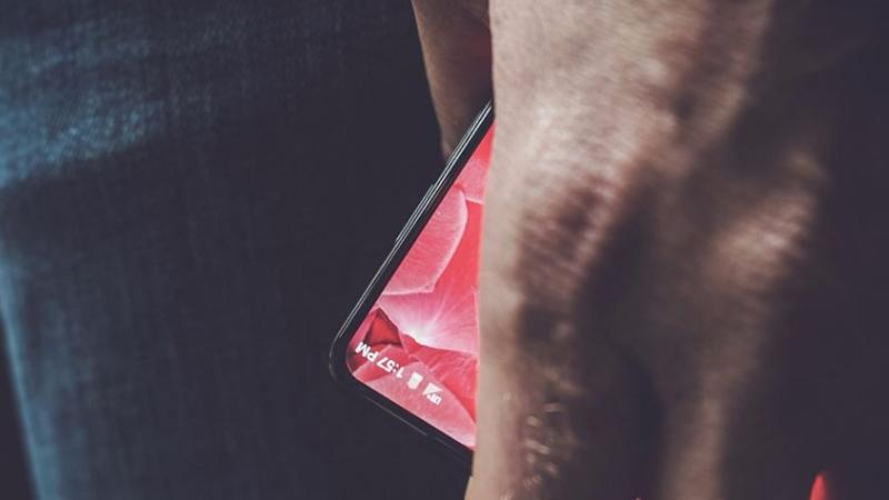 Android Creator Andy Rubin Teases His Upcoming Bezel-Less Phone