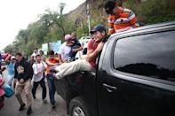 Honduran migrants, part of a caravan trying to reach the U.S., go up for a pick up during a new leg of her travel in Zacapa, Guatemala October 17, 2018. REUTERS/Edgard Garrido