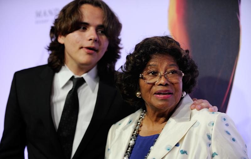 Jackson's mother resumes testimony in LA courtroom